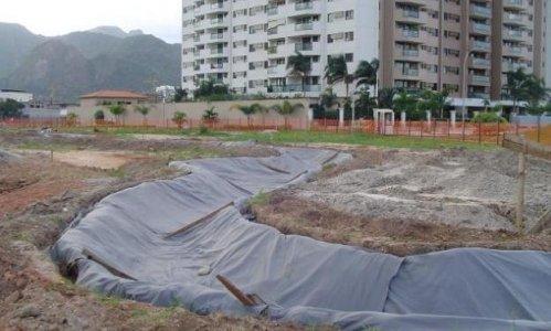 Utilização de manta geotêxtil Bidim para proteção de geomembrana em lago ornamental de condomínio no Rio de Janeiro – RJ. Fonte: Bidim